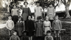 Photograph of pupils at Duloe Parochial School, 1937.
