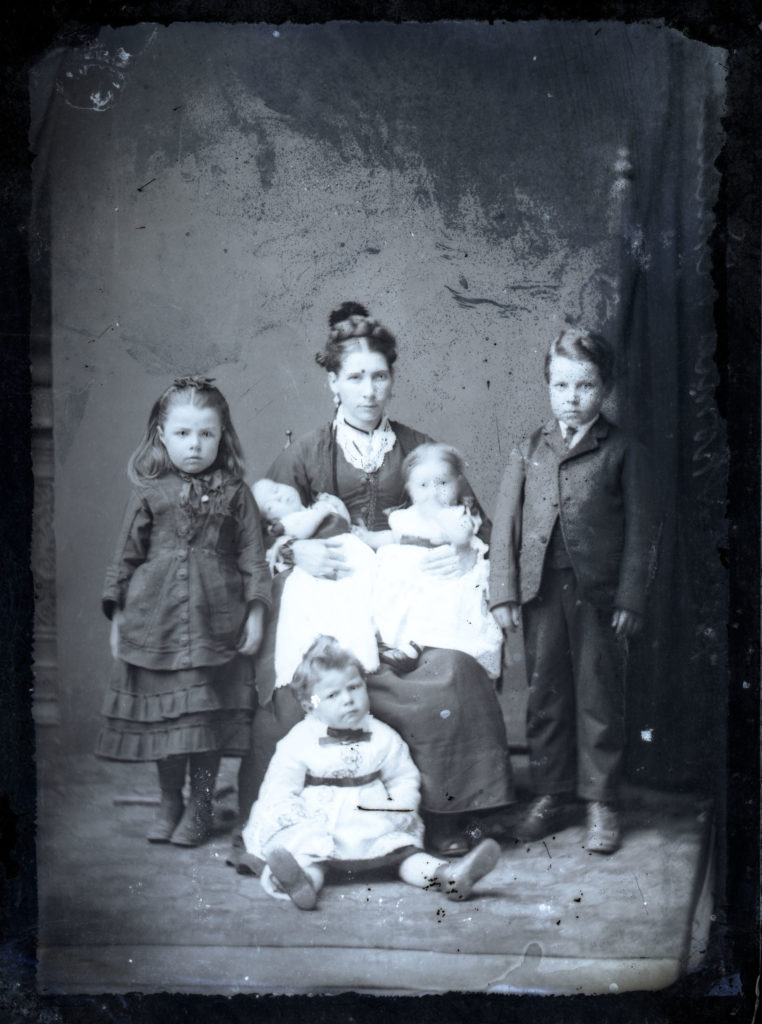 Victorian photographic portrait of lady with five children.