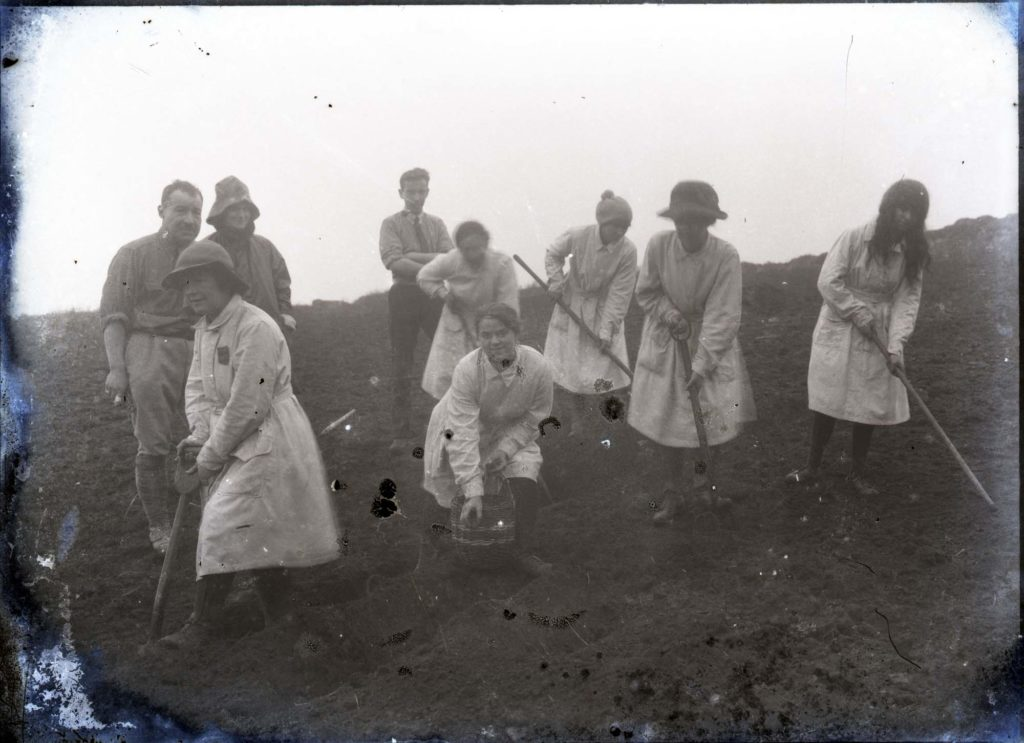 Black and white photo of female land workers in World War I.